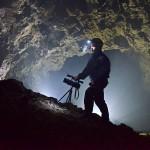 Nasvícená podzemní scéna
