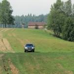 Přesun do vesničky po jediné přístupové cestě na ranč